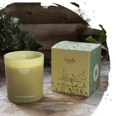 Herb Dublin Dotey Daisies Candle
